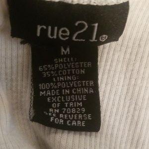 Rue21 Tops - Rue 21 black & White tank top (Size M)